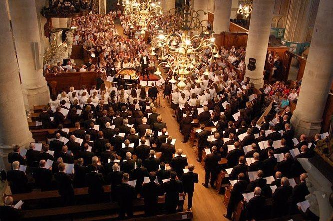 Concertfoto van presentatieconcert Exodus in de Grote Kerk Dordrecht door Lennert Knops en Maria Knops